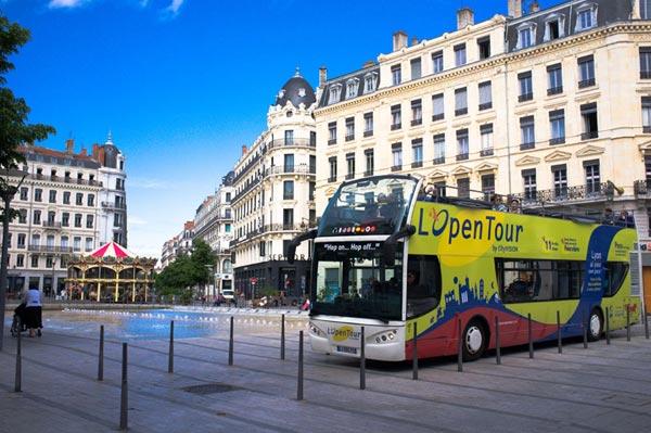 LYON L'OPENTOUR: PASS (LGT1) Départ Place Bellecour visite de monument