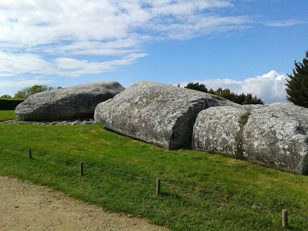 Table des marchands de locmariaquer site megalithique de locmariaquer locmariaquer visite - Locmariaquer table des marchands ...