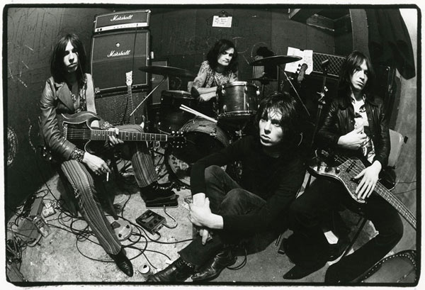 THEE HYPNOTICS - MIGHTY BOMBS