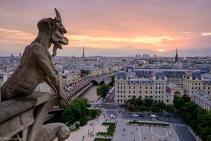 LES FANTOMES ET MYSTERES DE PARIS À la sortie du métro Cité activité, loisir